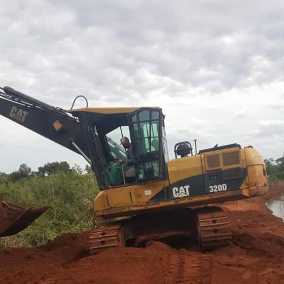 Escavadeira Caterpillar 320 DFM 2011